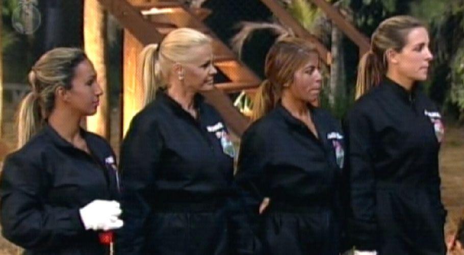 Valesca, Monique, Raquel e Joana escutam instruções da prova (06/10/11)