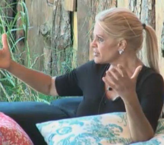 Monique Evans reclama das mudanças do Carnaval nos útlimos tempos (06/10/11)