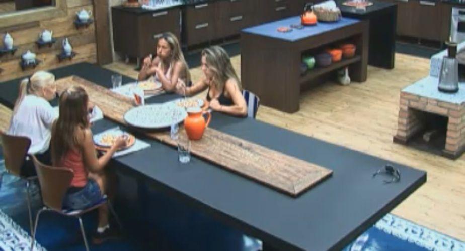 Peoas juntam almoço e janta em uma refeição (06/10/11)