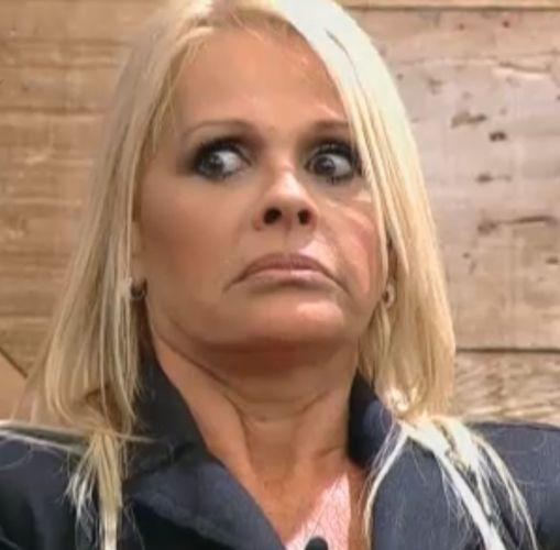 Monique se assusta com papo sobre homens (07/10/11)