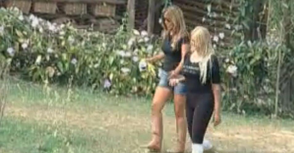 Raquel e Monique conversam (10/9/11)