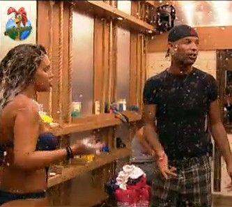 Dinei invade o banho para cantar parabéns para Renata (21/07/2011)
