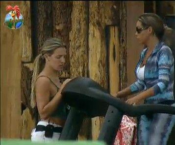 Renata aconselha Joana a ter uma conversa franca com Monique Evans (22/7/11)