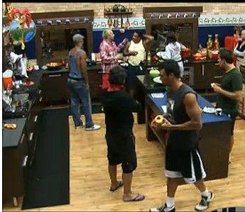 Peões preparam almoço enquanto conversam na cozinha (22/7/11)