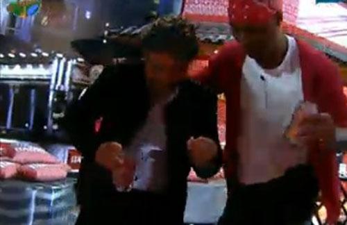 João Kléber e Dinei dançam (22/07/11)