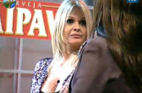 Monique Evans permaneceu tranquila durante a festa e não se envolveu em nenhuma briga (22/07/11)