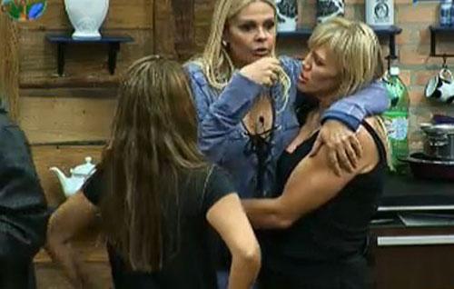 Monique Evans, Duda Yankovich e Raquel Pacheco conversam após votação (25/7/2011)