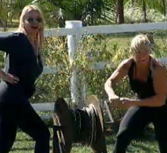 Monique Evans e Duda Yankovich brincam com François (26/7/11)