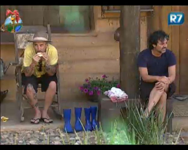 João Kléber e Gui Pádua conversam na casa da Roça (26/7/2011)