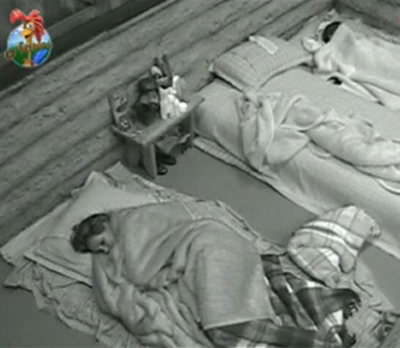 Taciane Ribeiro e Renata Banhara ainda estão dormindo na