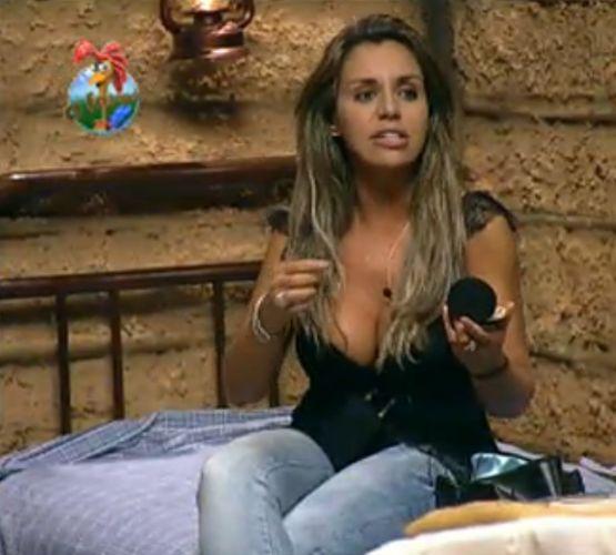 Renata Banhara passa maquiagem na Casa da Roça (28/7/7)