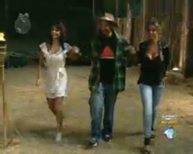 Taciane Ribeiro, Gui Pádua e Renata Banhara vão ao encontro de Britto Jr. (28/7/11)