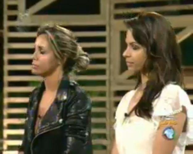 Renata e Taciane aguardam o resultado da votação (28/7/11)
