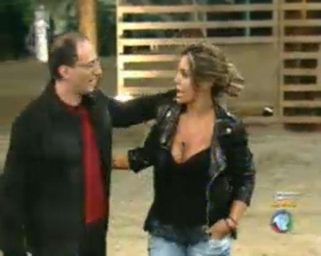 Britto Jr. se despede de Renata Banhara (28/7/11)