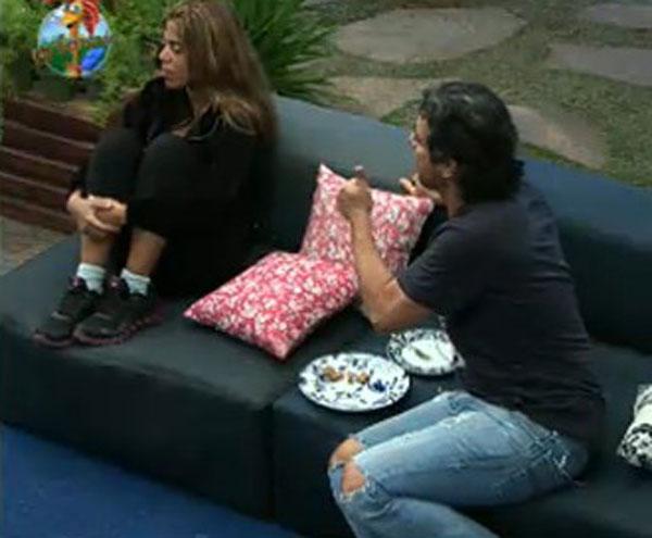 Raquel afirmou que ia se vingar de João Kléber após o Fazendeiro indicá-la para a Roça, mas os dois fizeram as pazes logo após o programa ao vivo terminar (31/7/11)