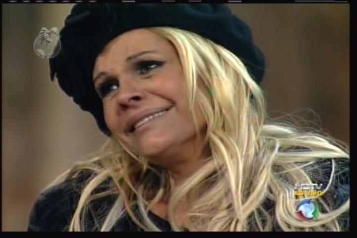 Monique se emociona ao ficar na Fazenda (04/8/2011)