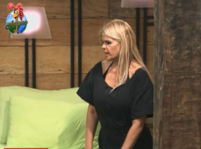 Monique Evans fala que João Kléber fica procurando erros dos peões para mostrá-los para a fazendeira (11/8/11)