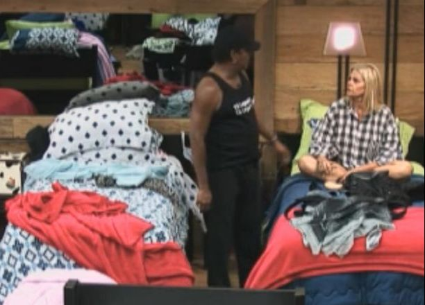 Monique e Compadre conversam no quarto (14/8/11)