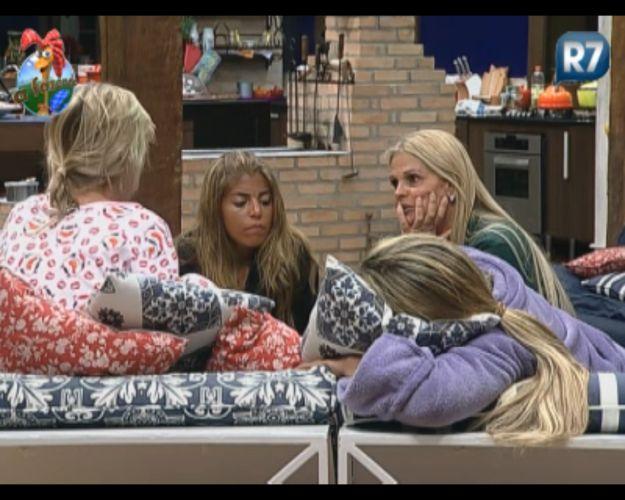Monique e Valesca se juntam à Raquel e Anna para falar sobre Gui (14/8/11)