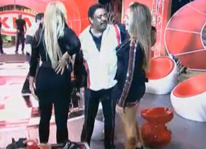 Monique, Joana e Compadre conversam. As duas peoas se retiraram cedo da festa (12/08/11)