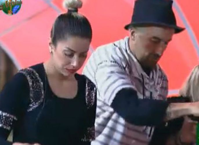 Dani Bolina e Gui Pádua jantam no início da festa (12/08/11)