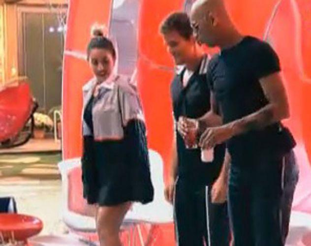 Dinei e Thiago dançam com Dani Bolina(12/08/11)