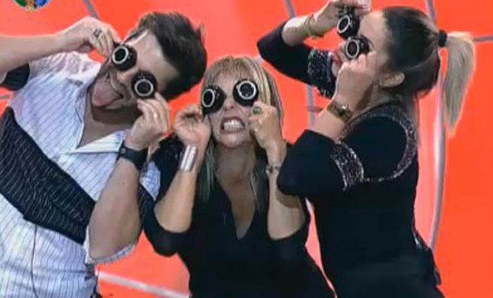 Anna, Dani e Marlon fazem graça para a câmera (12/08/11)