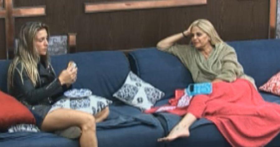 Joana e Monique falam mal de Gui Pádua (12/9/2011)