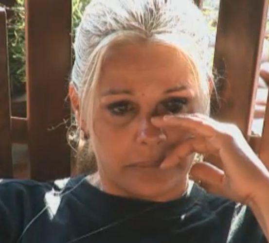 Monique Evans chora por problema no joelho (13/9/11)