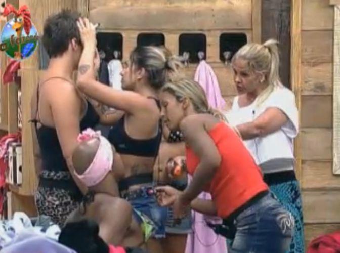 Monique, Valesca e Thiago fazem maquiagem em Dinei e Thiago (16/8/11)