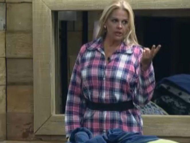Após a prova, Monique brigou com Joana por causa de Dani Bolina, que ela acredita ser uma má influência (17/8/2011)