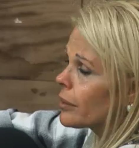 Monique Evans chora pela enésima vez no reality (19/09/2011)