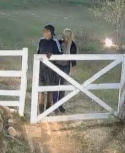 Dinei e Monique voltam para casa dos roceiros (20/9/11)