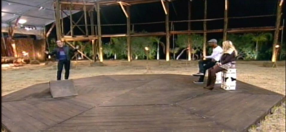 Britto Jr. dá boas vindas aos roceiros Dinei e Monique Evans (22/9/11)