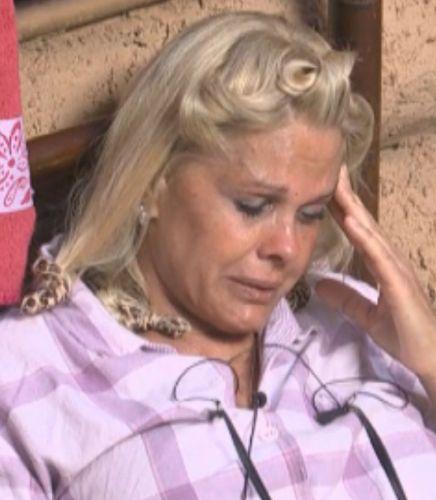 Monique Evans chora sozinha (22/09/11)