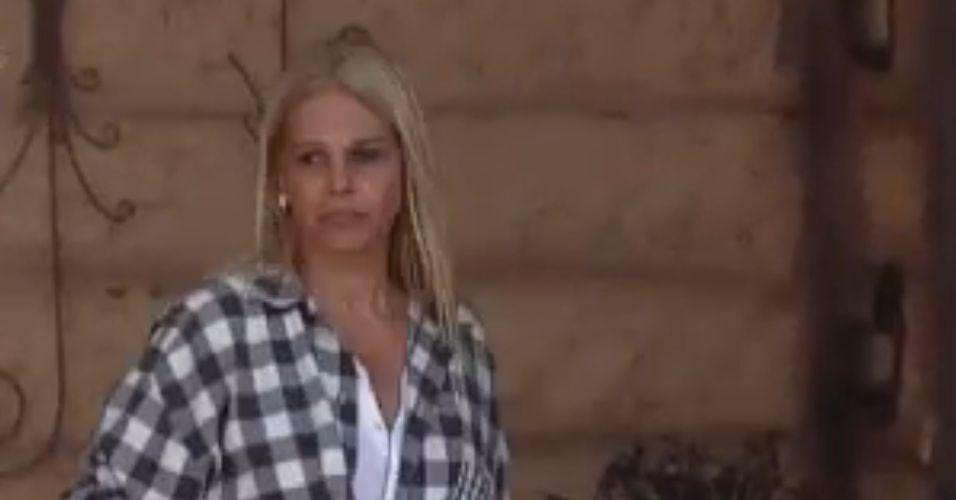 Monique reclama de Dani para Thiago (24/8/11)