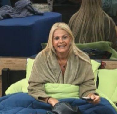 Monique Evans fica com esperança de que o apresentador Edu Guedes visite os peões no confinamento (24/9/11)