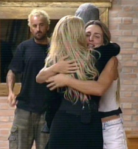Joana preferia que Dani voltasse, mas abraçou Monique (25/8/2011)