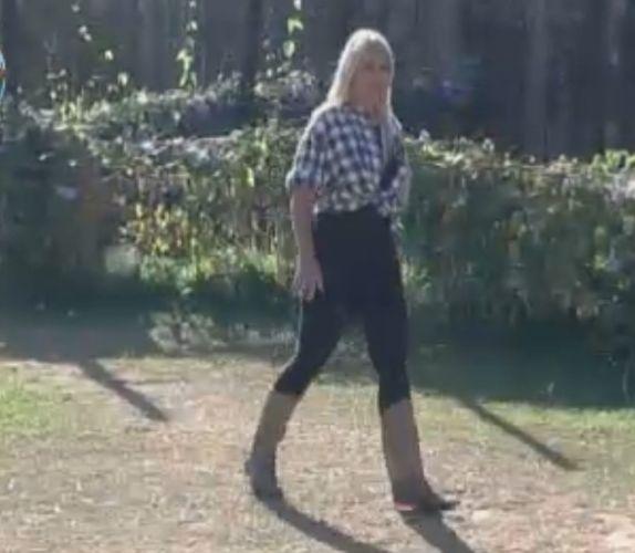 Monique Evans corre atrás de Thiago Gagliasso para dar bronca (26/9/11)