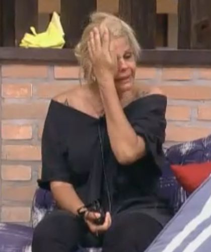 Monique caiu no choro no começo da noite desta quarta-feira (28/09/2011)