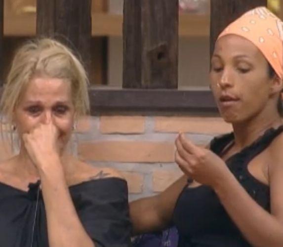 Valesca Popozuda tentou consolar a triste peoa (28/09/2011)