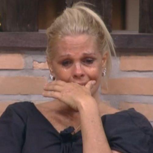 Monique se disse triste por não ganhar nenhuma prova, e falou que suas filhas a acham um fracasso (28/09/2011)