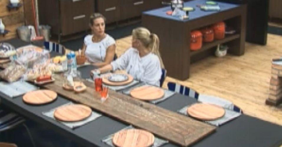 Joana e Monique conversam sobre Gui (29/8/11)