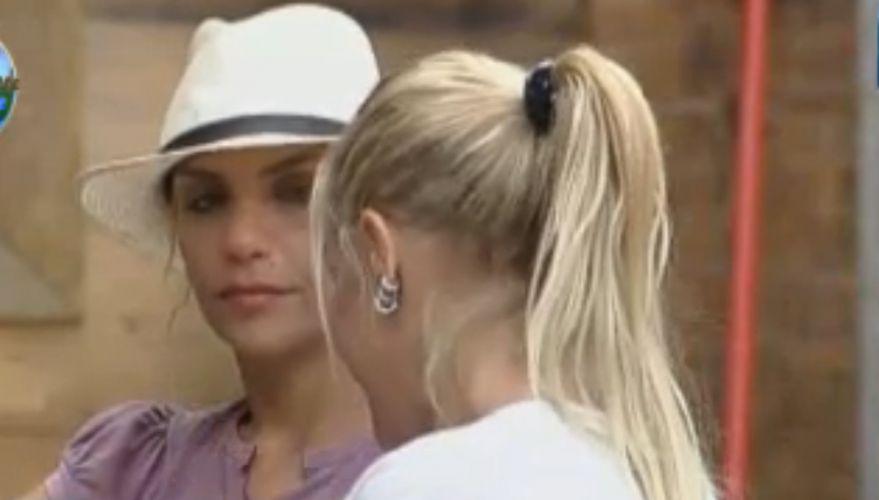 Monique prepara Anna para prova do fazendeiro (29/8/11)