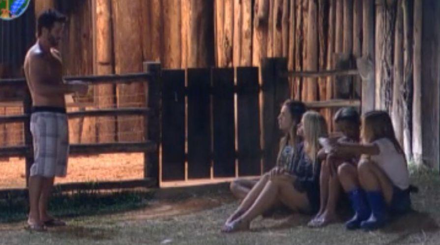 Marlon conversa com peoas na área dos animais (29/09/2011)
