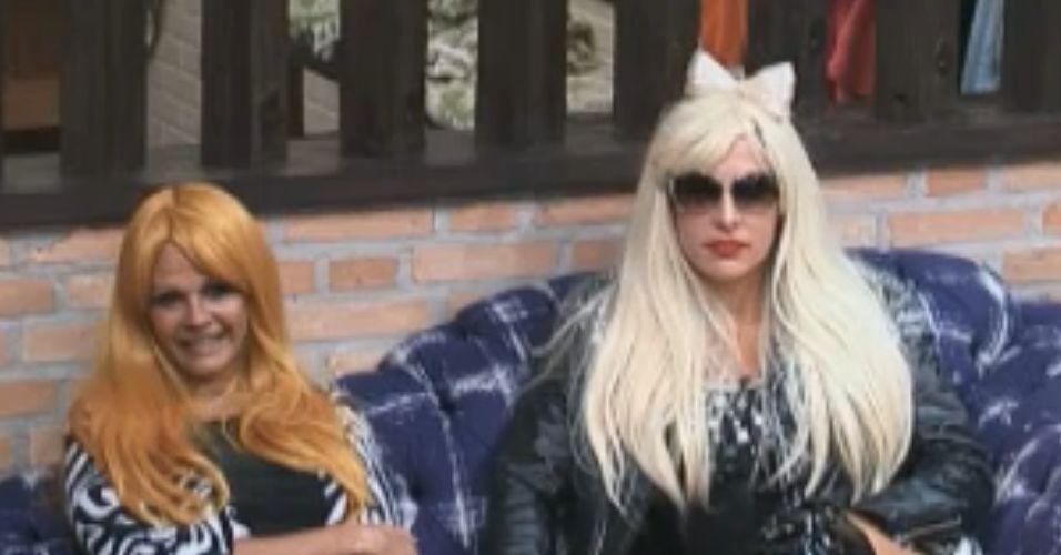 Monique e Joana aguardam chamado da produção (19/9/11)