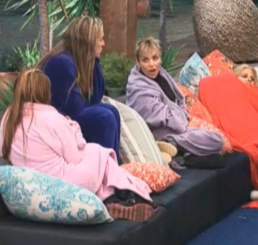 Raquel, Joana, Anna e Monique conversam na varanda (21/8/11)