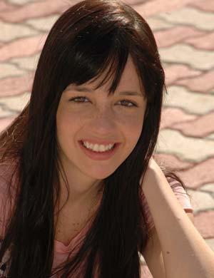 PAOLA (Natasha Haydt)