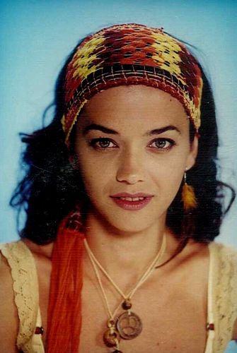 Mirela (Ana Cecília Costa)