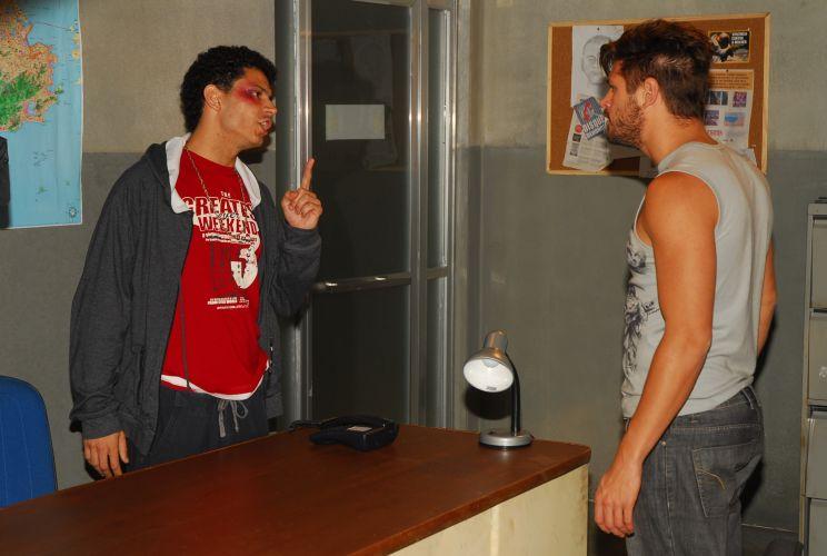 Léo diz que ajuda na fuga de Antonio